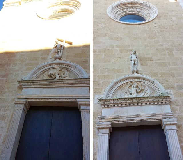 Porte laterali sinistra e destra del prospetto ovest della Cattedrale di Gravina in Puglia