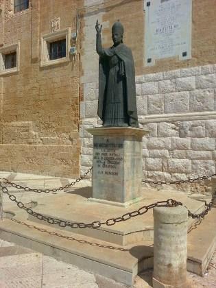 Statua di Papa Benedetto XIII - Gravina in Puglia